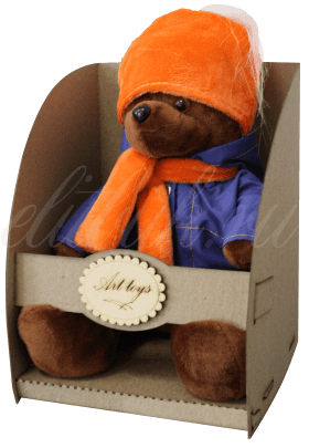 Мишка в оранжевой шапке и шарфе