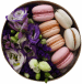 Цветы и макаронс в коробке «Цветы и любовь»
